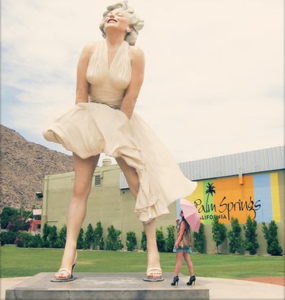 MARILYN MONROE SRATUE LARGER